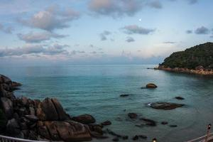 zonsondergangen en zonsopgangen in cristal bay, samui, thailand foto