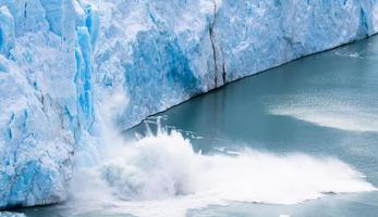 perito moreno - vallende gletsjer 12 foto