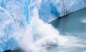 perito moreno - vallende gletsjer 11 foto