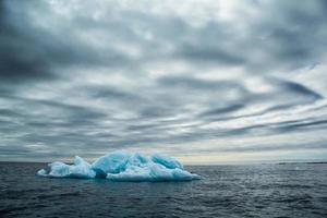 arctische lente in zuid-spitsbergen. foto
