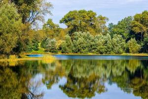 herfst landschap. park in de herfst. de felle kleuren van de herfst