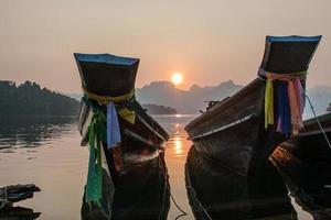 de boten bij zonsopgang