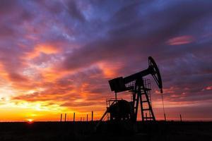 werkende olie- en gasbron foto