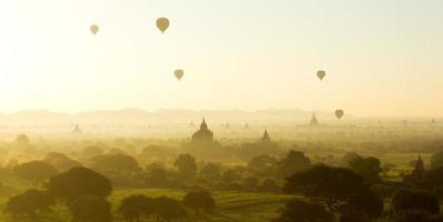 zonsopgang in bagan, myanmar