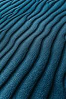 blauw en zwart gestreept textiel