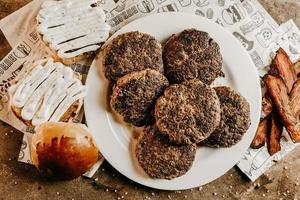 heerlijke hamburgers en broodjes op tafel