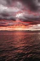 foto van zee tijdens zonsopgang