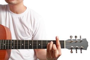 muzikant speelt akoestische gitaar foto