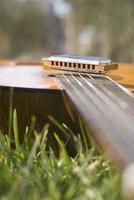 gitaar en mondharmonica foto