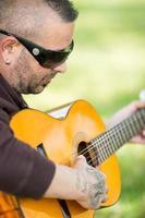 gitarist in de straat foto