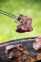 gegrilde biefstuk op de grill.