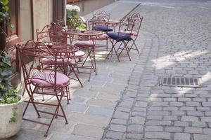 cafe tafel en stoelen, wenen