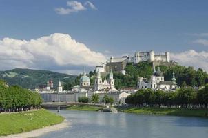 panoramisch uitzicht op het historische centrum van Salzburg