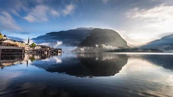 zonsopgang boven de haven in hallstatt