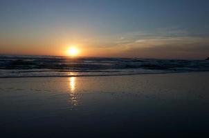 zonsopgang op het strand van mui ne, mui ne, vietnam