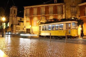 typische tram van Lissabon, portugal