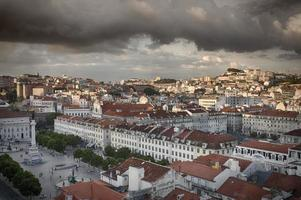 Lissabon stad in zonsondergang van bovenaf