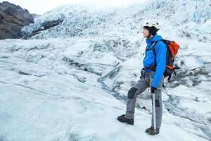 alpinistische klimmer op de gletsjer, extreme sporten
