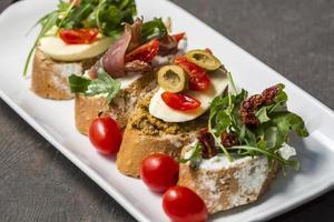 close-up van broodjes op een bord