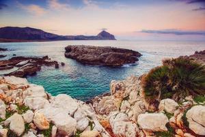 lente panorama van zee kust stad trapany. sicilië, italië, europa