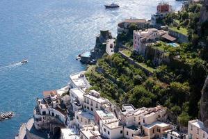 atrani stad, amalfikust, italië foto