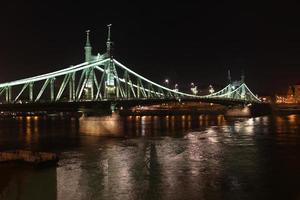 liberty bridge - boedapest foto