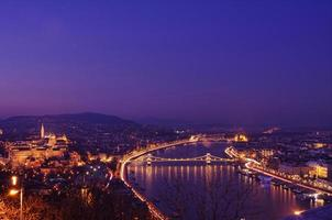 de Donau bij nacht, Boedapest, Hongarije foto