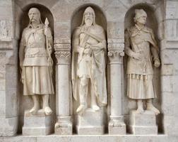 boedapest - beschermersstandbeeld van buda-muren foto