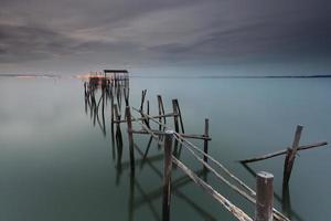 nachtlandschap van de oude pier