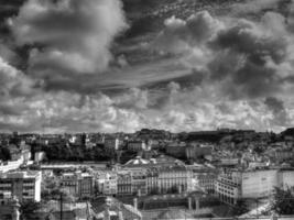 Lissabon stadsgezicht in zwart-wit