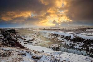 bevroren gullfoss waterval, ijsland foto