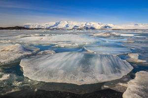 ijsberg in jokulsarlon glaciale lagune