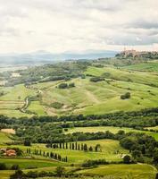 stadje pienza met de typische toscaanse heuvels