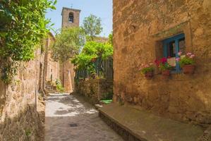 Italiaanse middeleeuwse stad Civita di Bagnoregio, Italië foto