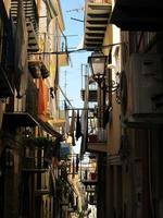 smalle doorgang in de stad Palermo, Sicilië