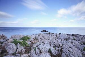 mooie kust van capo gallo op sicilië