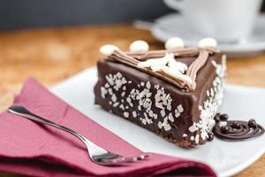 chocoladetaart met kersen