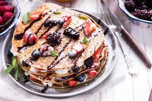 verse pannenkoeken met fruit en chocolade