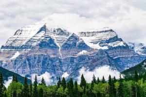 schilderachtig uitzicht op de bergen foto