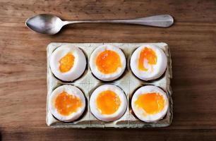 een half dozijn zachtgekookte eieren.