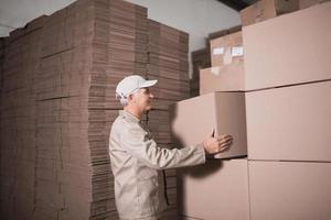 magazijnmedewerker pallet laden foto