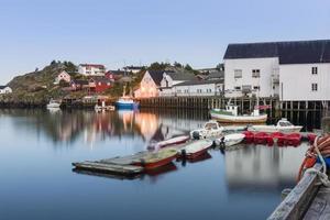 kleine vissershaven in de hamnoy, lofoten-eilanden foto