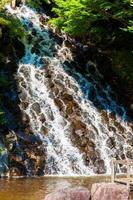 de stroom van de waterval foto