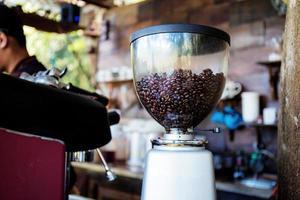 koffiebrander in coffeeshop