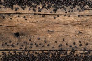 koffiebonen op het bureau, bovenaanzicht