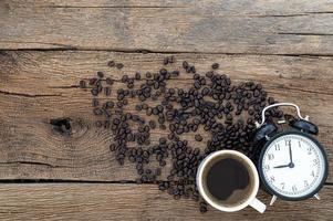 energie koffie concept en werktijd op het bureau uitzicht bovenaan foto