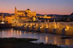 cordoba - romeinse brug en de kathedraal foto