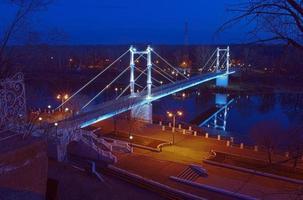 brug over de rivier de ural in orenburg foto