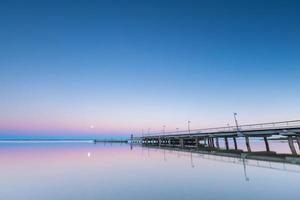 landschap van pier in Jastarnia gefotografeerd vóór zonsopgang