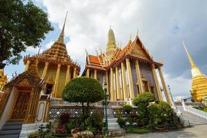 wat phra kaew, tempel van de smaragdgroene boeddha, bangkok, thailand. foto
